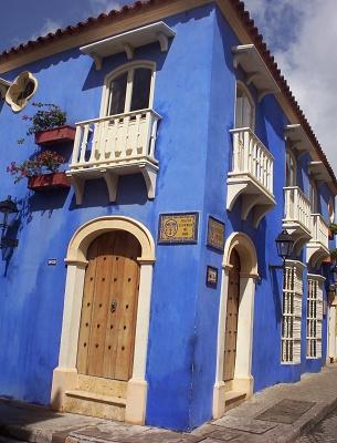 "Foto de ""Gama de azules ultramar para pinturas"""