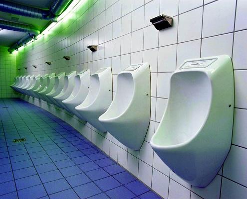 """Foto de """"Urinarios ecológicos de PC con publicidad"""""""