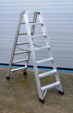 Escaleras de aluminio de dos tramos santos juanes dna 2 for Escaleras articuladas de aluminio